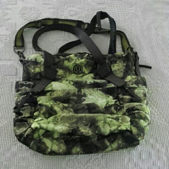 lululemon athletica Handbags - Lululemon Triumphant Green Tree frog camo gym bag